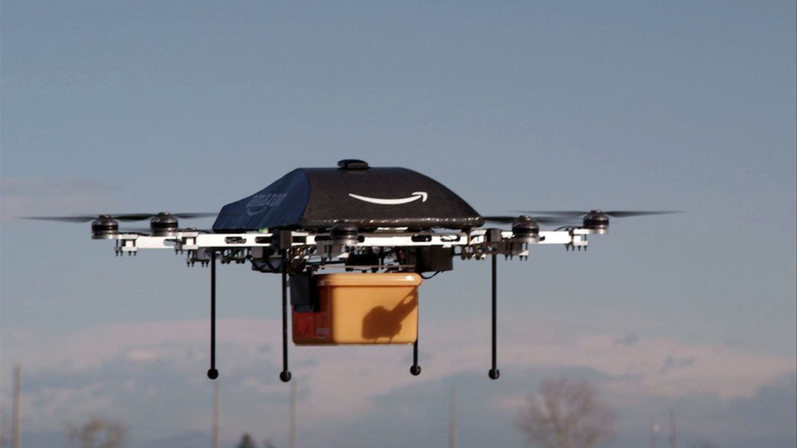 Amazon prova d'enviar paquets amb 'drones'