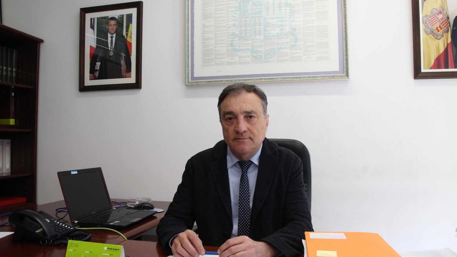 El raonador del ciutadà, Marc Vila, al seu despatx. / M. F.
