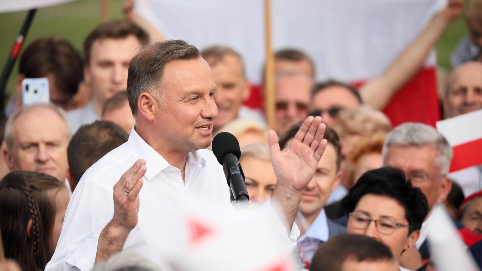 La victòria de l'ultra Duda divideix Polònia i reforça el pols amb la Unió Europea