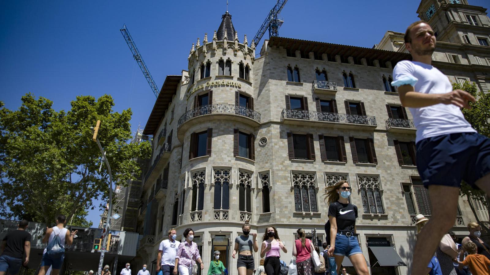 Catalana Occident ha llogat 6.000 metres quadrats del seu edifici del número 2 del passeig de Gràcia, que està rehablitant, a Apple.