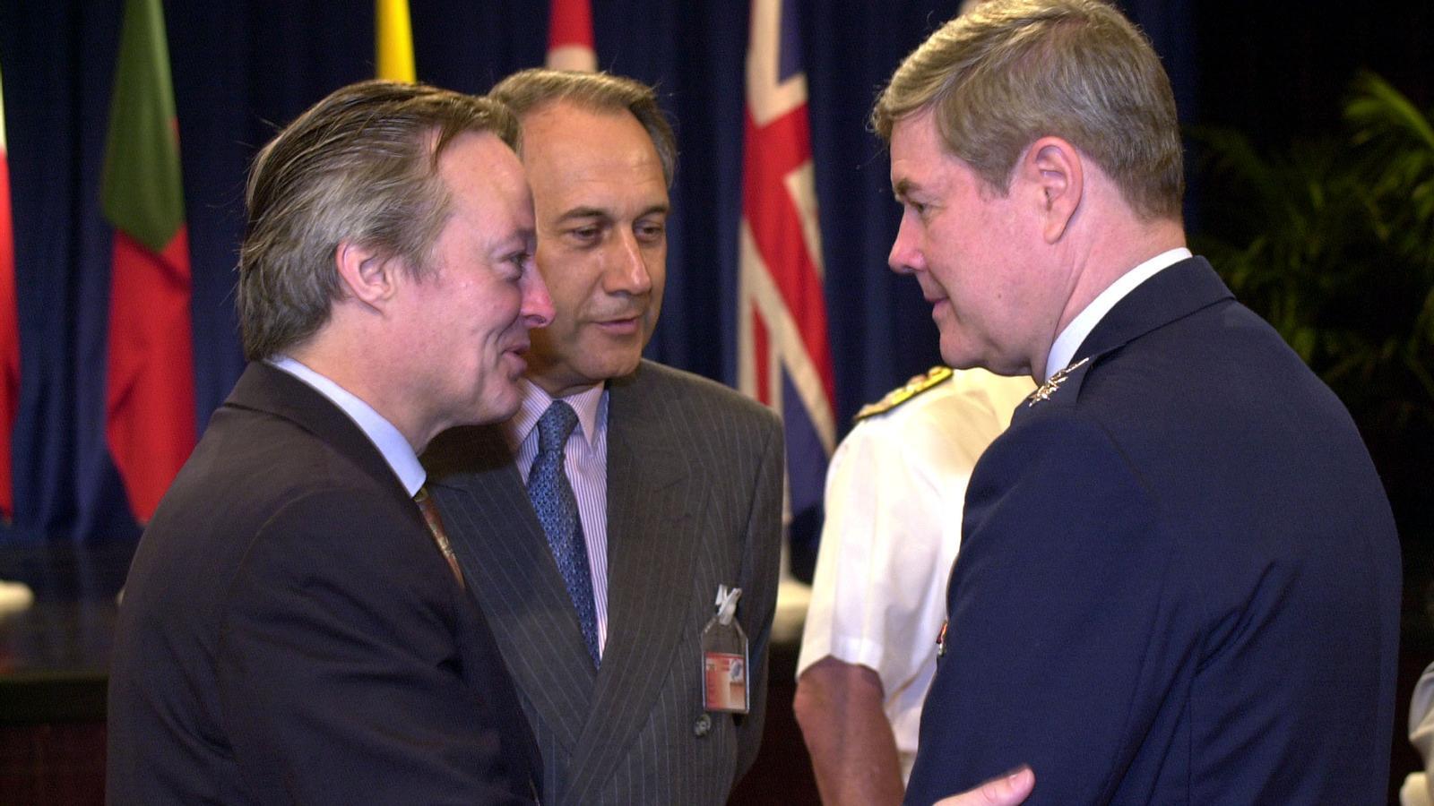 Juan Prat va acompanyar Josep Piqué quan era ministre d'Exteriors  a una cimera de l'OTAN celebrada a Budapest el maig del 2001.