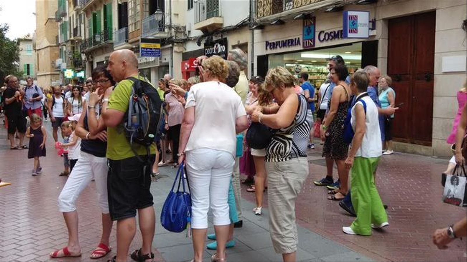 Turistes al carrer Sant Miquel de Palma.