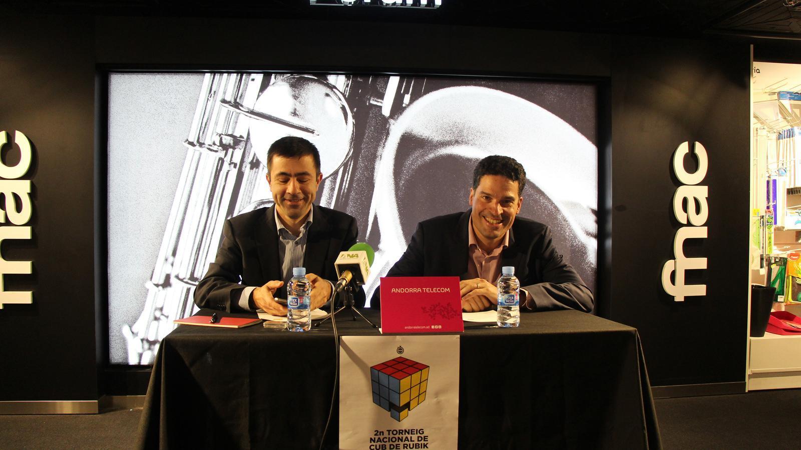 El director de Màrqueting de Pyrénées, Joaquim Serrahima, i el director de Relació amb el Client d'Andorra Telecom, Josep Vilana, van presentar el torneig al octubre. / M. F. (ANA)