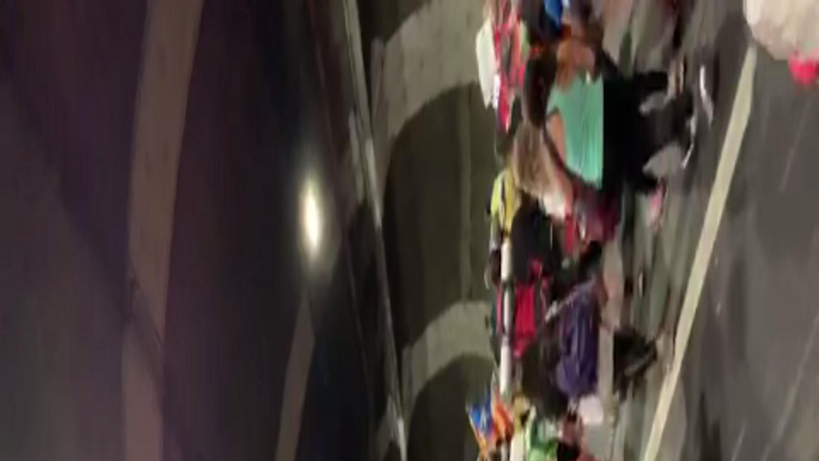 Una rua amb més de 3.000 persones recorre l'A-2 des d'Igualada fins al Bruc contra la sentència