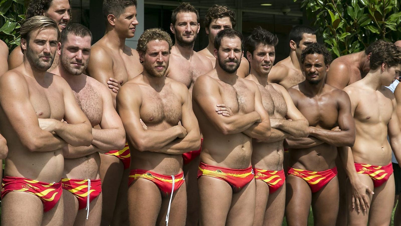 La selecció espanyola de waterpolo masculí combina jugadors veterans amb altres de joves i té la base en l'Atlètic Barceloneta.