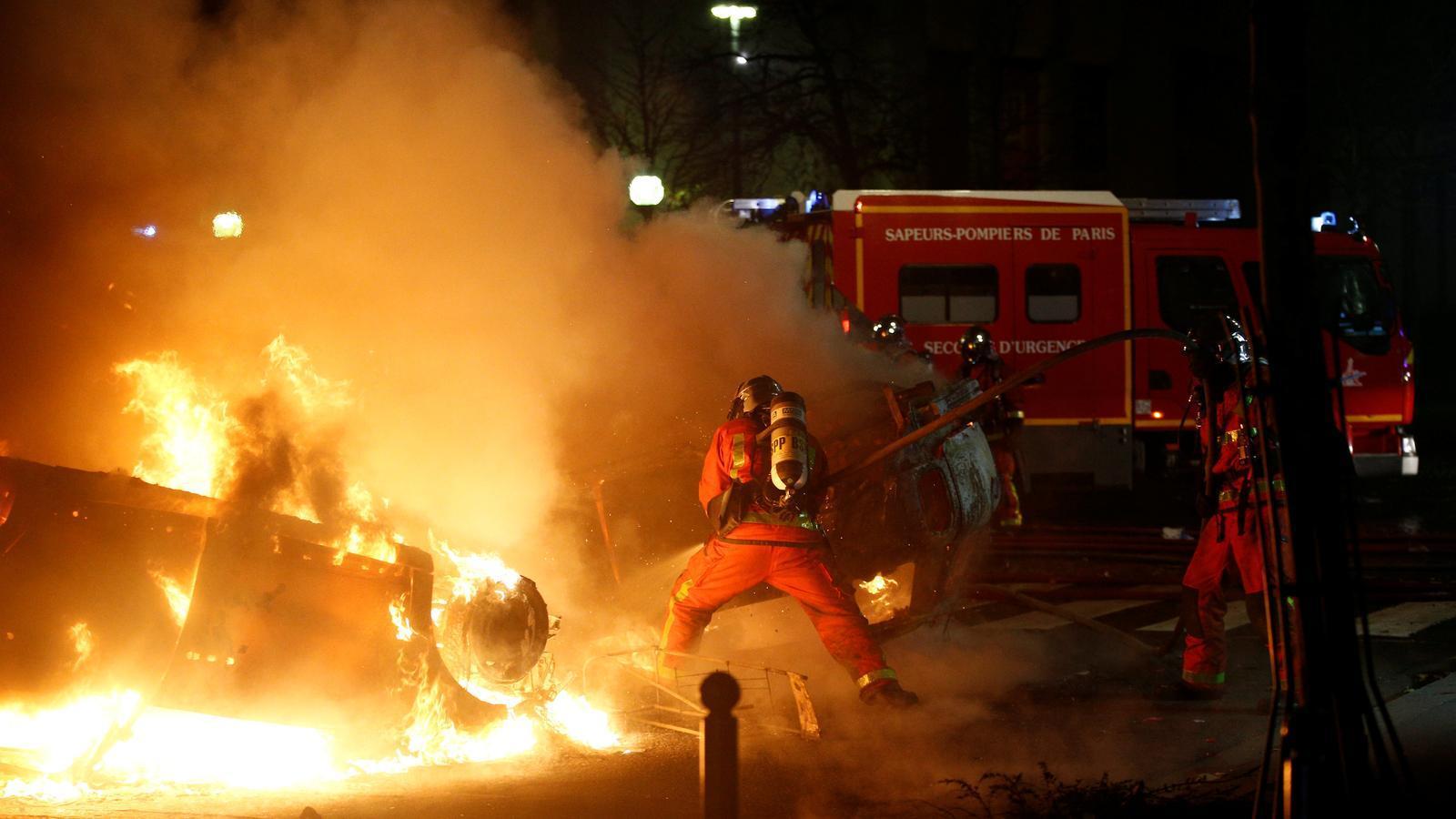 Batalla campal al centre de París