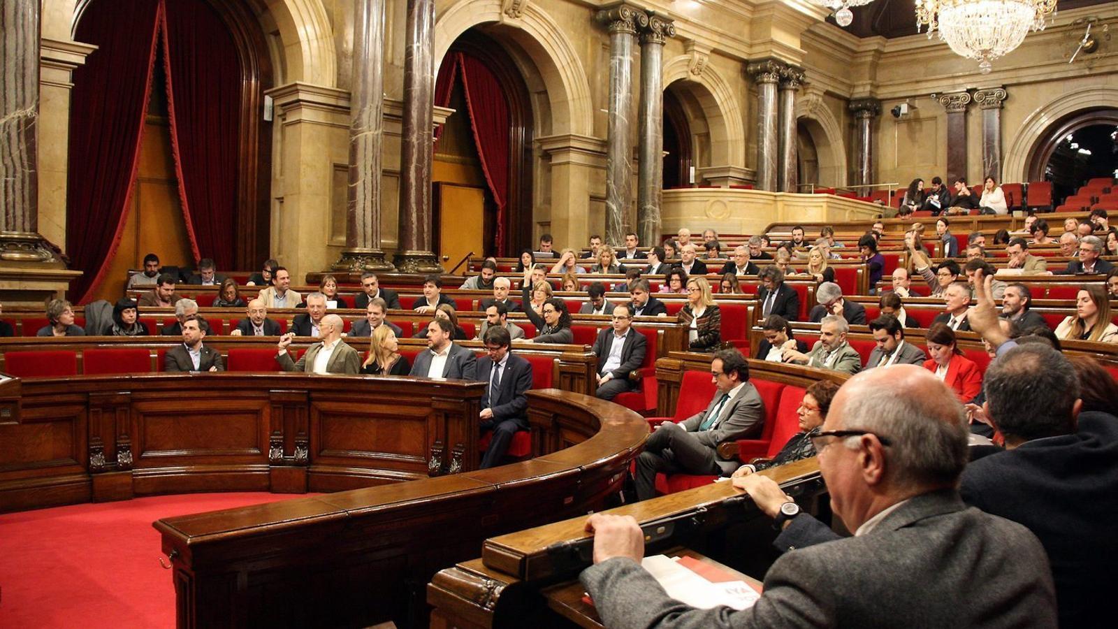 El grup parlamentari de Junts pel Sí en una votació en un ple de la cambra en el transcurs d'aquesta legislatura.