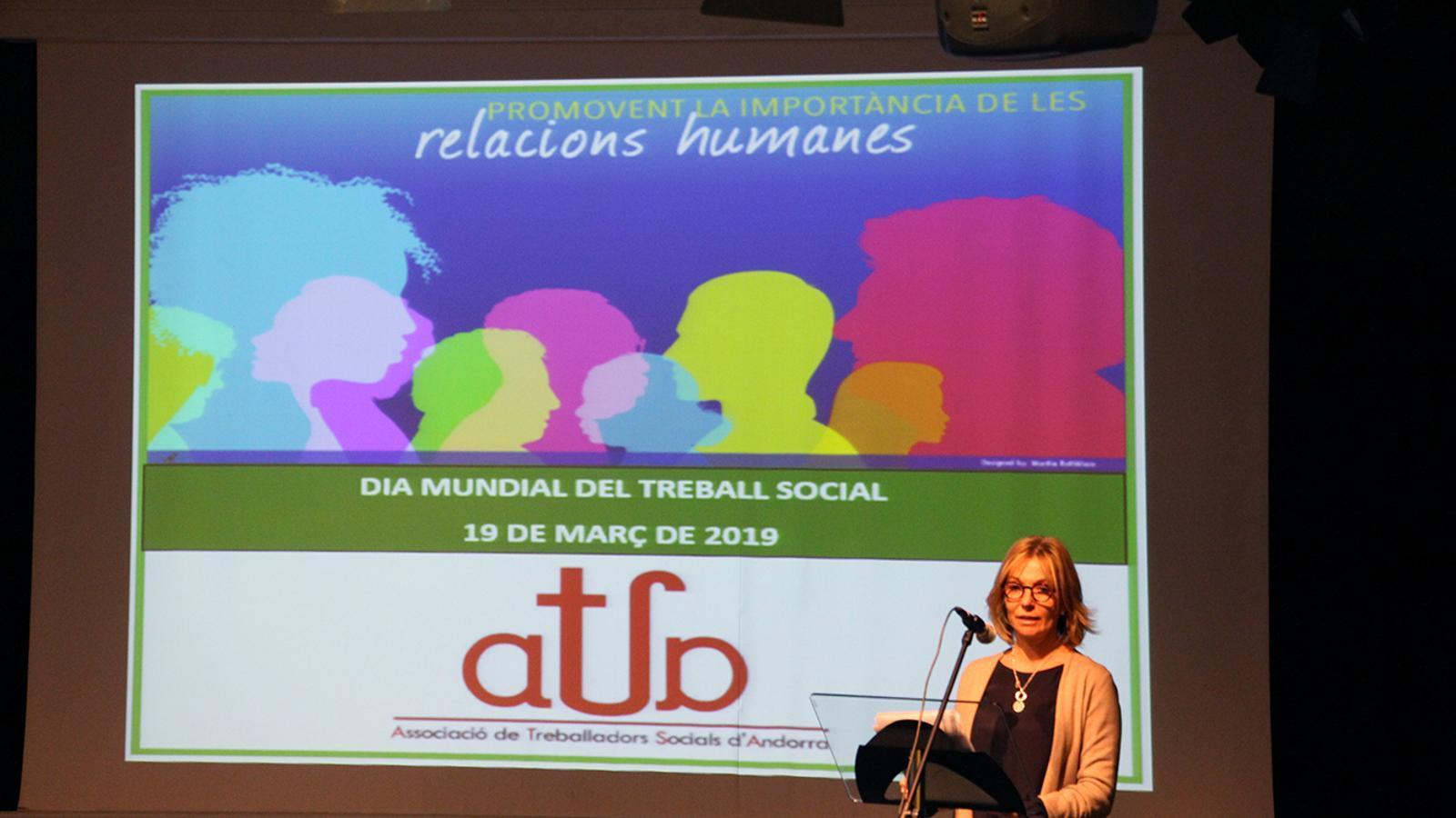 La secretària d'Estat d'Afers Socials i Ocupació, Ester Fenoll, durant l'acte de celebració del Dia mundial del treball social. / M. M. (ANA)