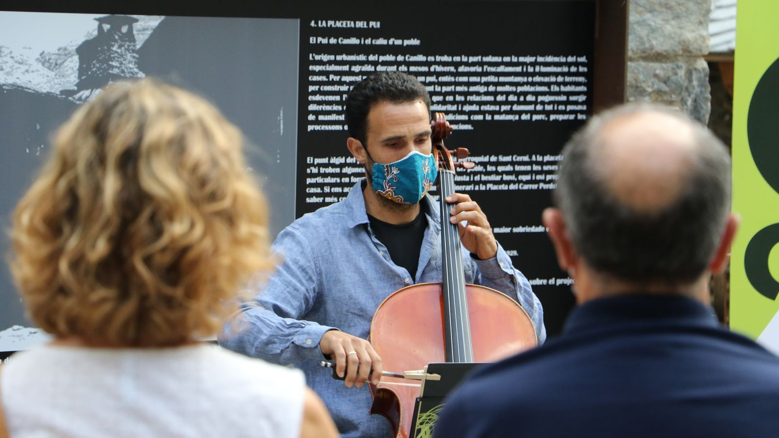 El violoncel·lista Jordi Claret durant la seva actuació d'aquest dimarts a Canillo. / E.C. (ANA)
