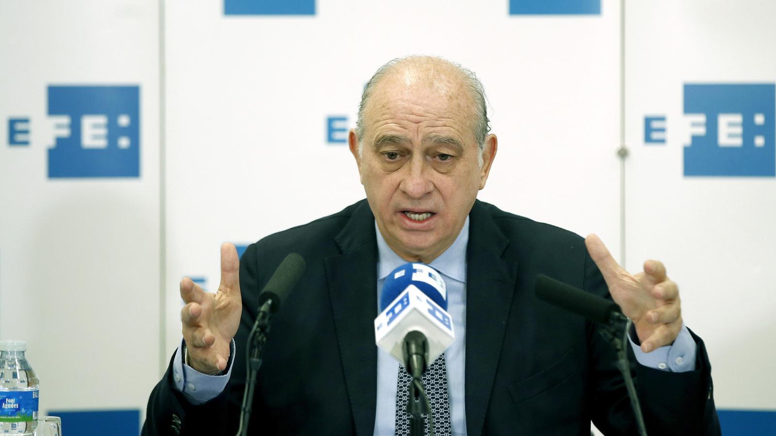 Fern ndez d az responsabilitza els mossos dels robatoris for Ministre interior