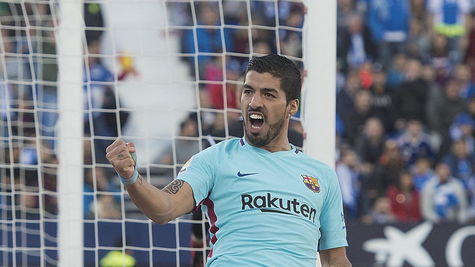 Suárez celebrant el gol amb què trencava una sequera de més de 400 minuts sense marcar en partit de Lliga. Per primer cop aquesta temporada, de fet, en va fer dos en un partit.