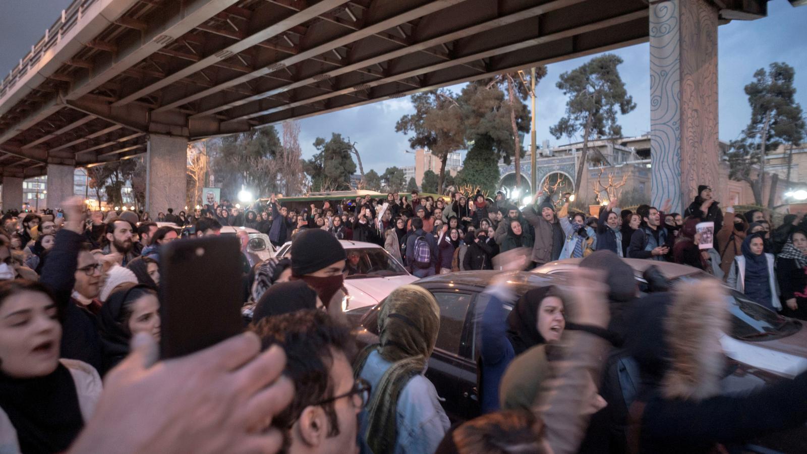 El règim iranià comença les detencions per l'avió abatut enmig de les protestes
