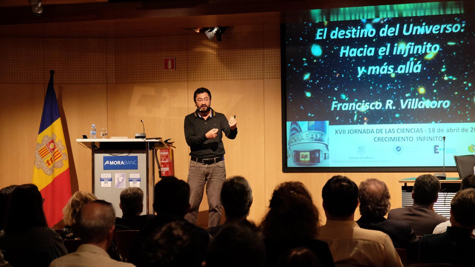 Francisco R. Villatoro durant la conferència enmarcada en la 17a Jornada de les ciències. / M. T. (ANA)