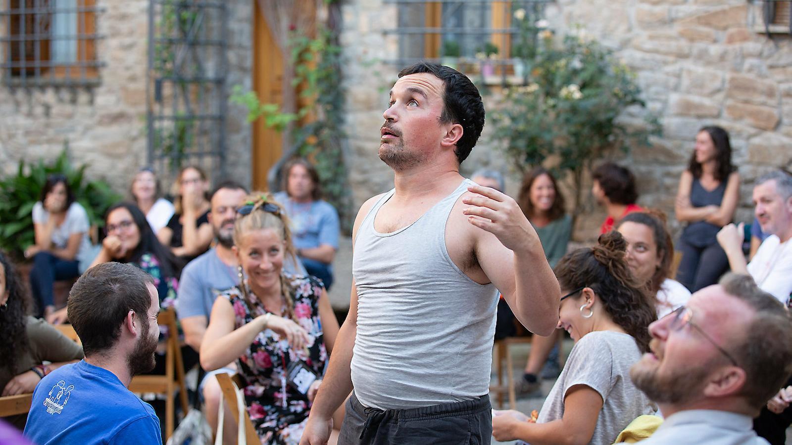 El coreògraf Quim Bigas en un moment de La llista, que s'ha pogut veure a FiraTàrrega aquest cap de setmana.