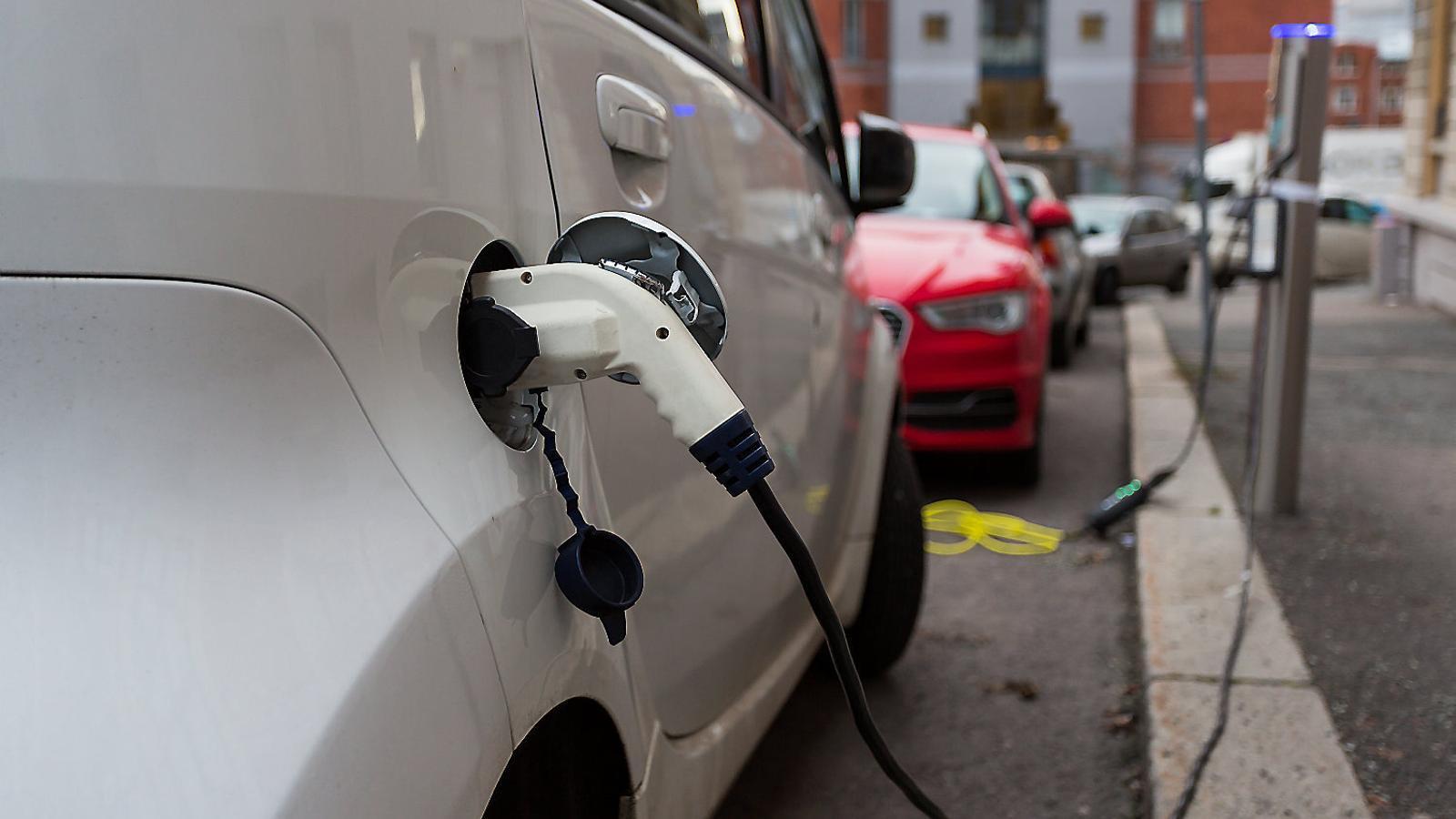 Durant els primers sis mesos d'aquest any el 48%  dels cotxes venuts a Noruega han estat elèctrics i un 20% més híbrids. Només un 22% eren dièsel o de gasolina.