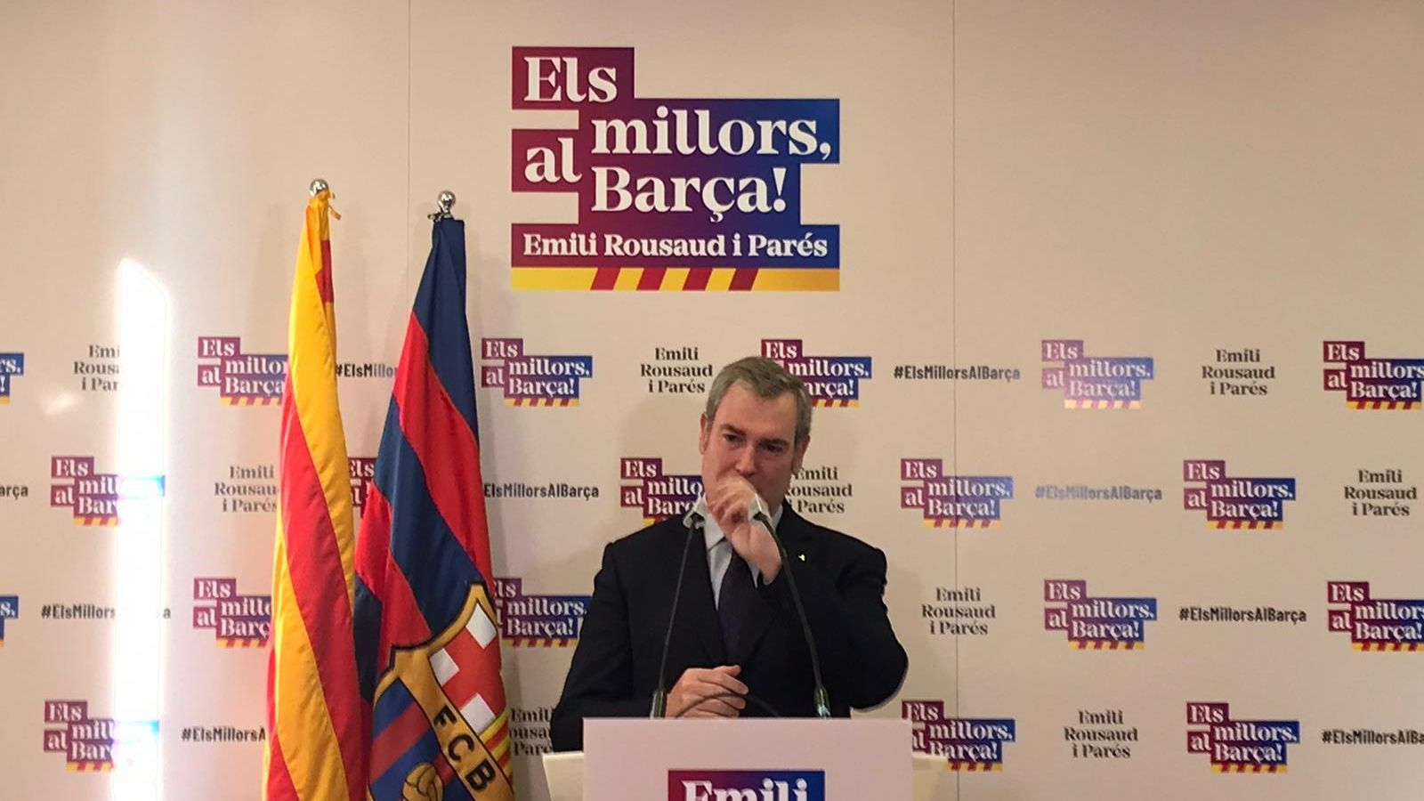 Emili Rousaud plora després d'anunciar que no serà candidat a la presidència del Barça.