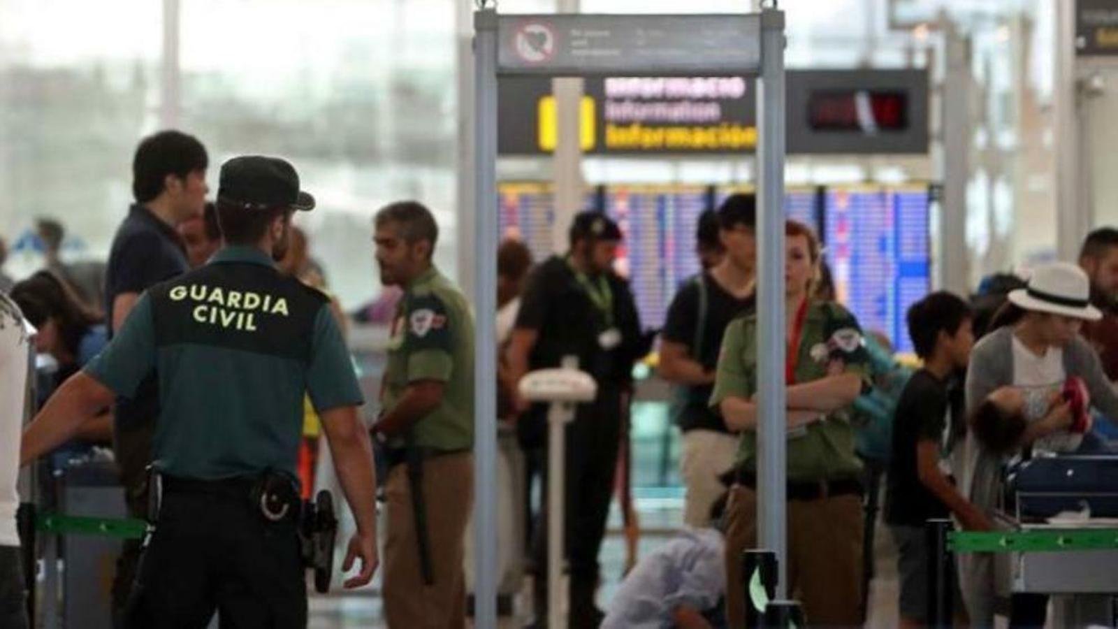 Fins a 200.000 euros de multa per parlar en català a un guàrdia civil a l'aeroport de Palma