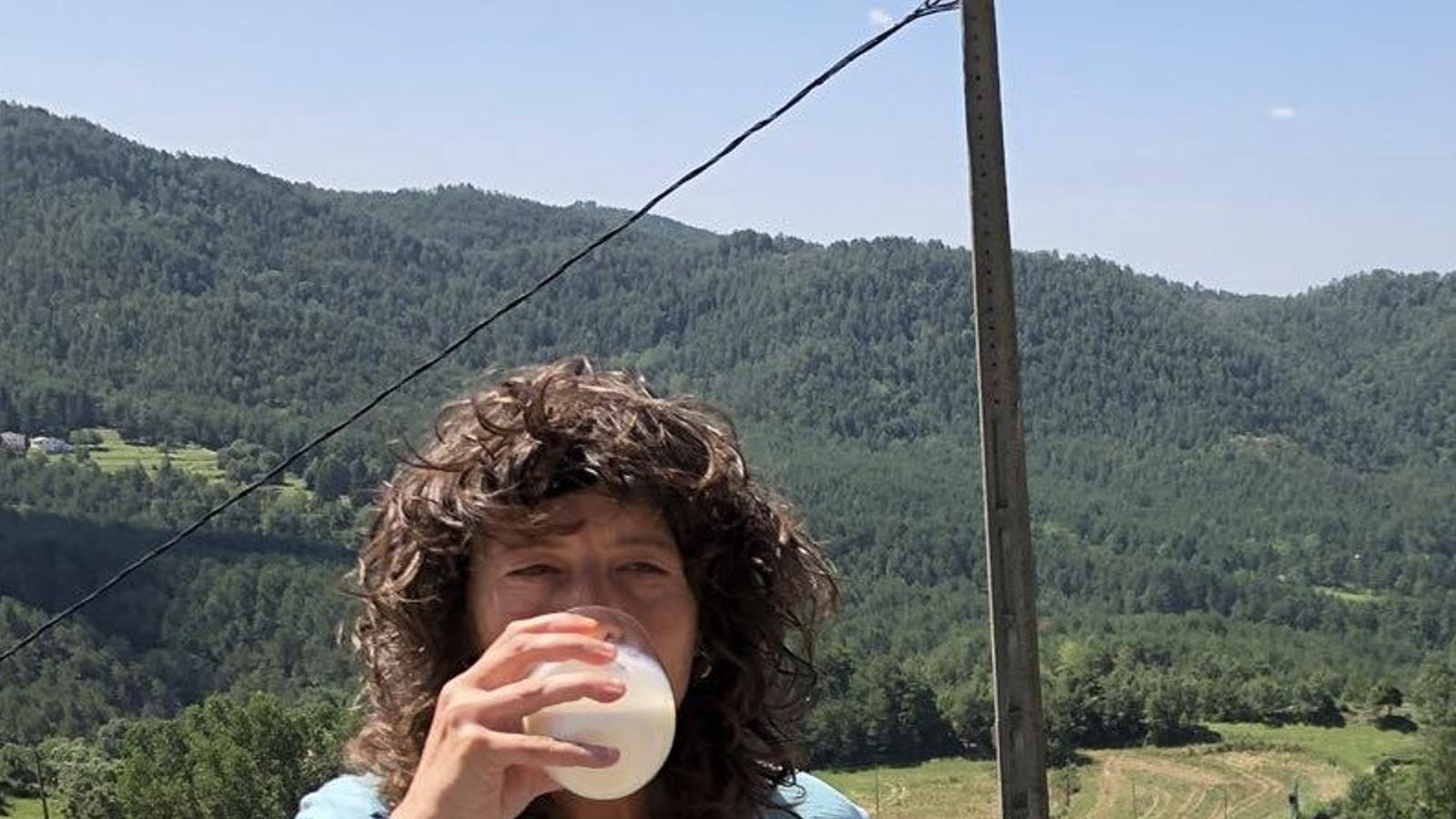 La consellera d'Agricultura defensa el consum de llet crua (bullida)