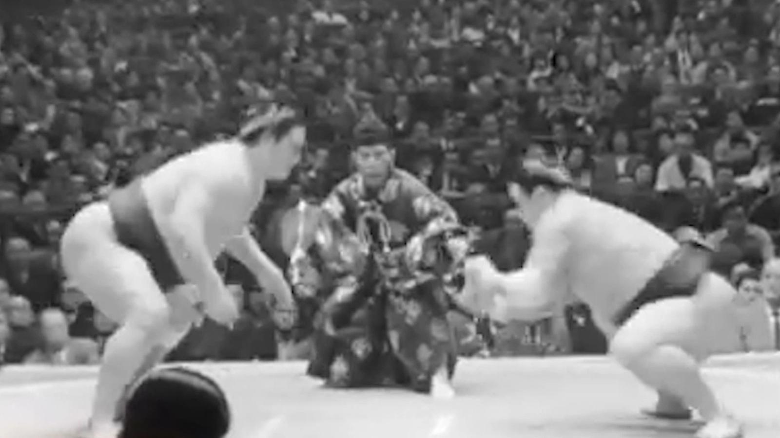 Combat de sumo entre Haguroiwa i Taiho