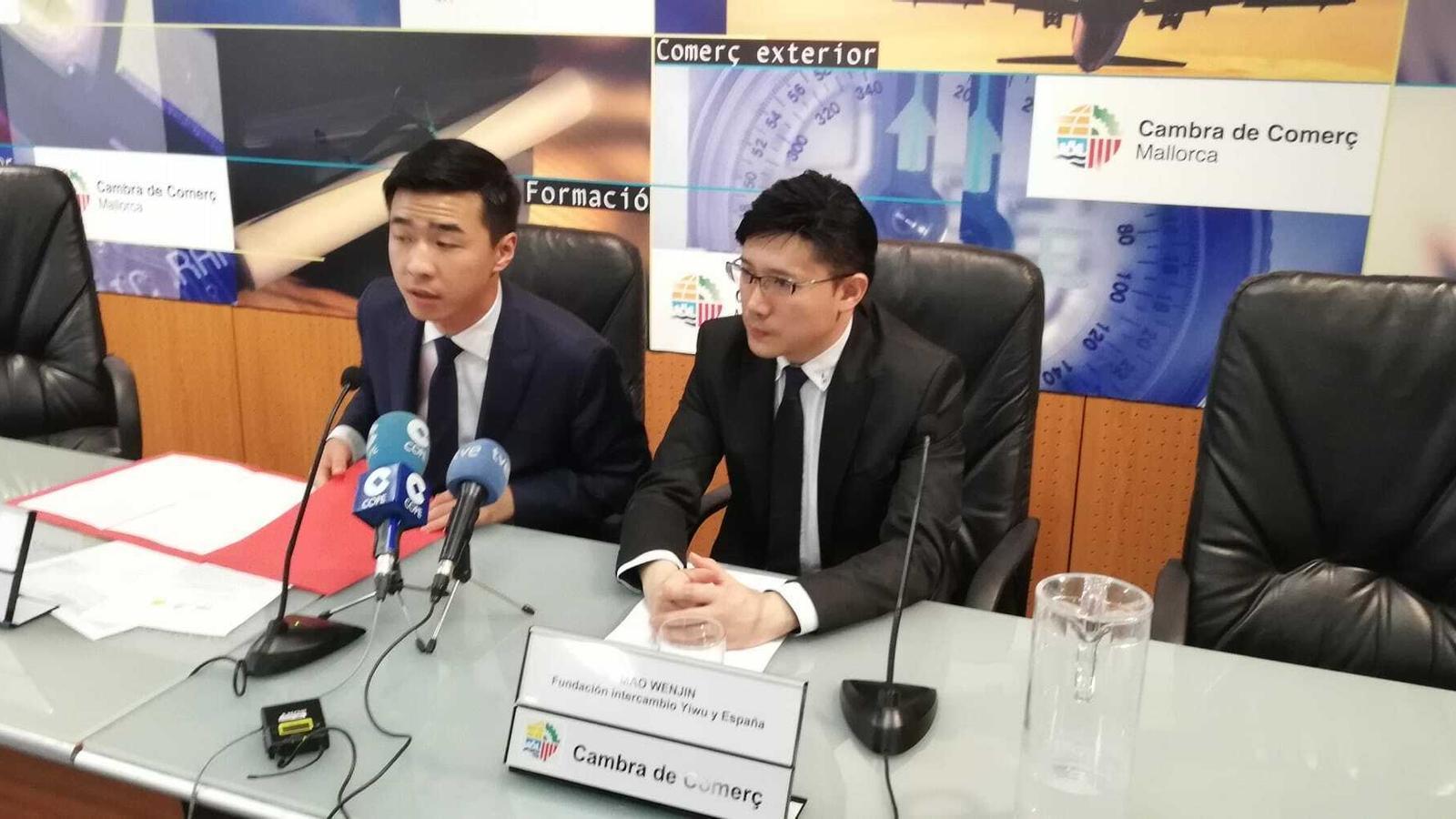 Fang Ji i Mao Wenjin, durant la presentació d'aquest dimarts