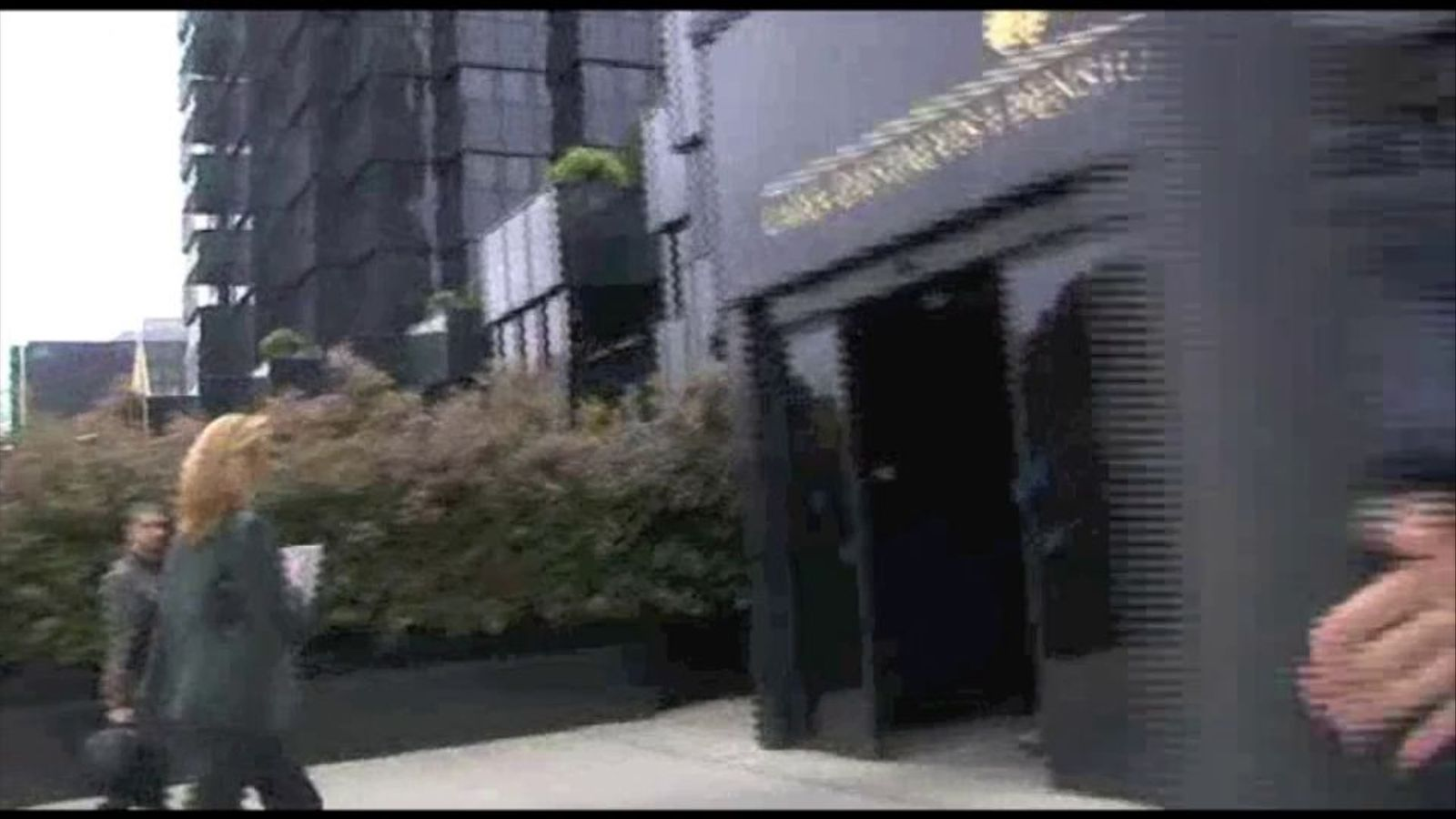 La infanta Cristina arriba a peu a La Caixa l'endemà de la seva imputació