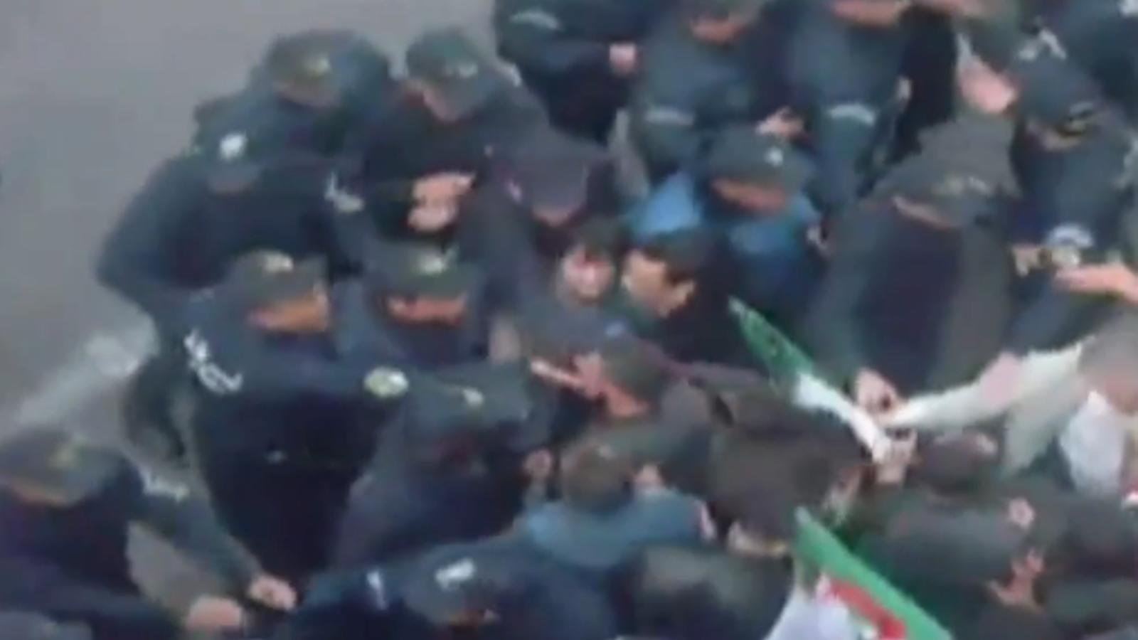 La policia intervé els manifestants a Alger