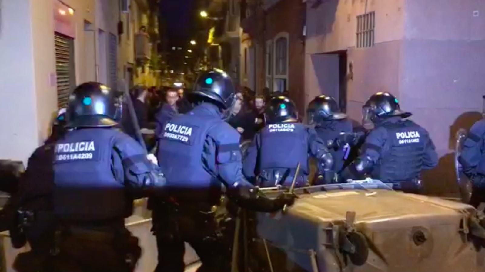 Segona nit d'avalots a Gràcia pel desallotjament del Banc Expropiat