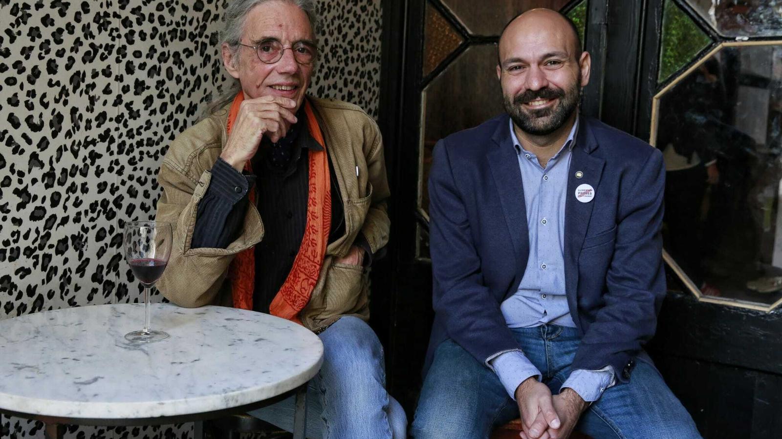 Enric Casasses, Premi d'Honor de les Lletres Catalanes, i Marcel Mauri, vicepresident d'Òmnium Cultural.