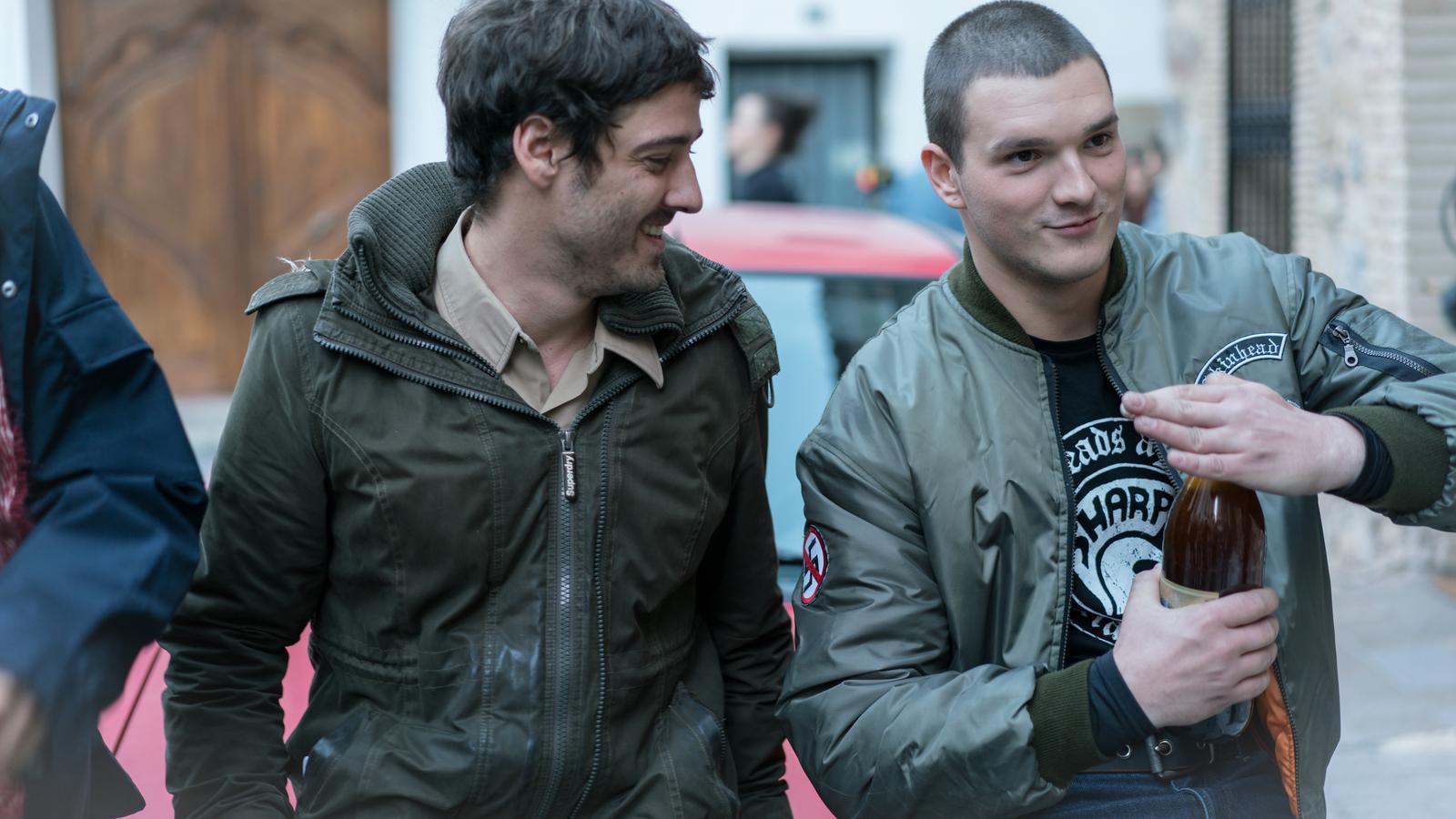 El director de 'La mort de Guillem', Carlos Marques-Marcet, amb Yanni Collado, l'actor debutant que interpreta al jove Guillem Agulló