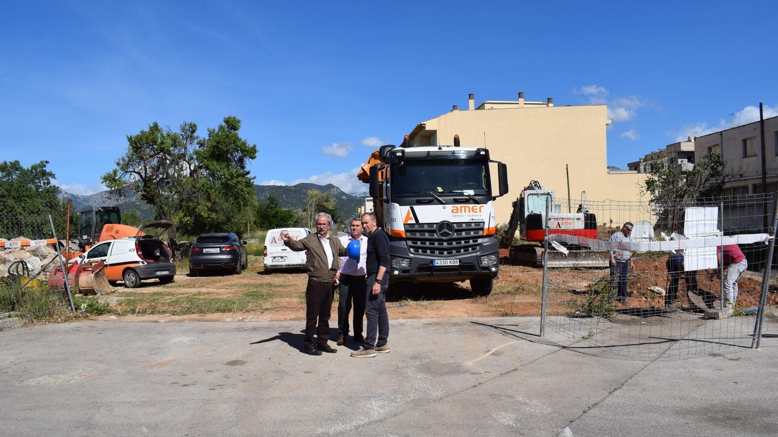 Àngel García i Virgili Moreno durant la visita a la zona d'obres.