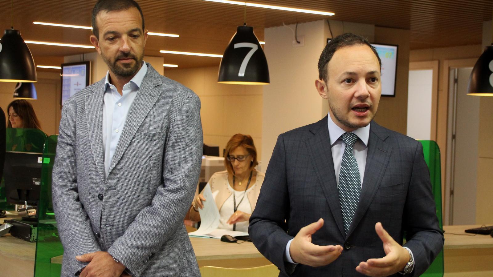 El ministre d'Afers Socials, Justícia i Interior, Xavier Espot, aquest divendres durant la visita al no servei d'Immigració. / C.G. (ANA)