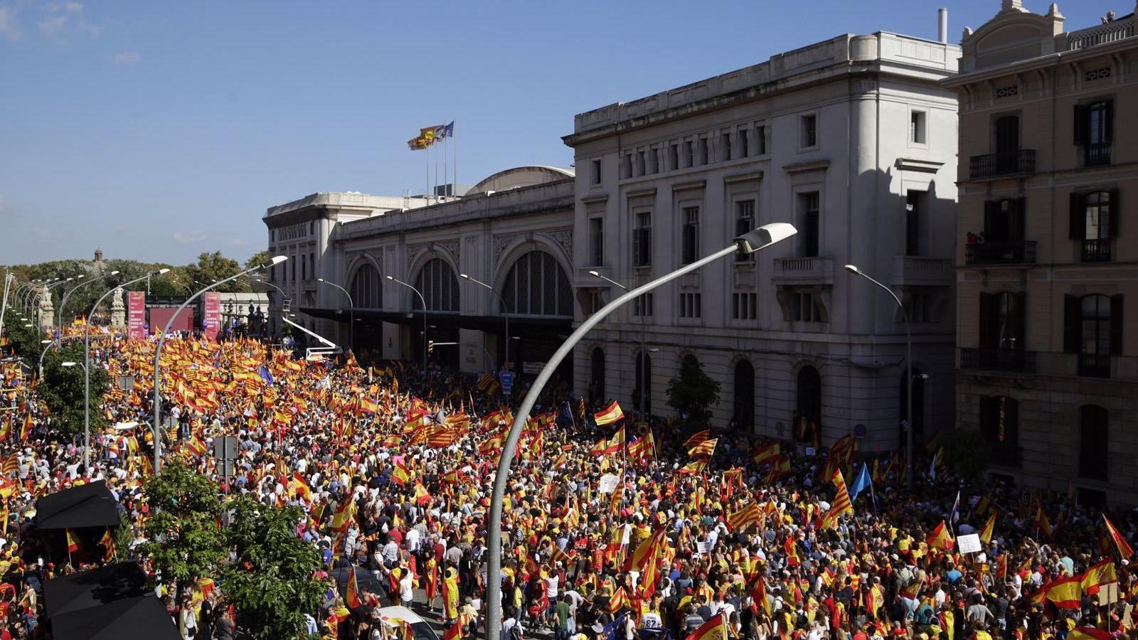 La manifestació a favor de la unitat d'Espanya omple els carrers de Barcelona