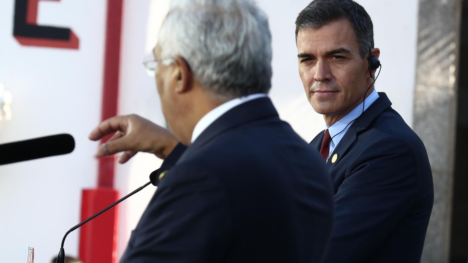El president del govern espanyol, Pedro Sánchez, al costat del seu homòleg portuguès, António Costa