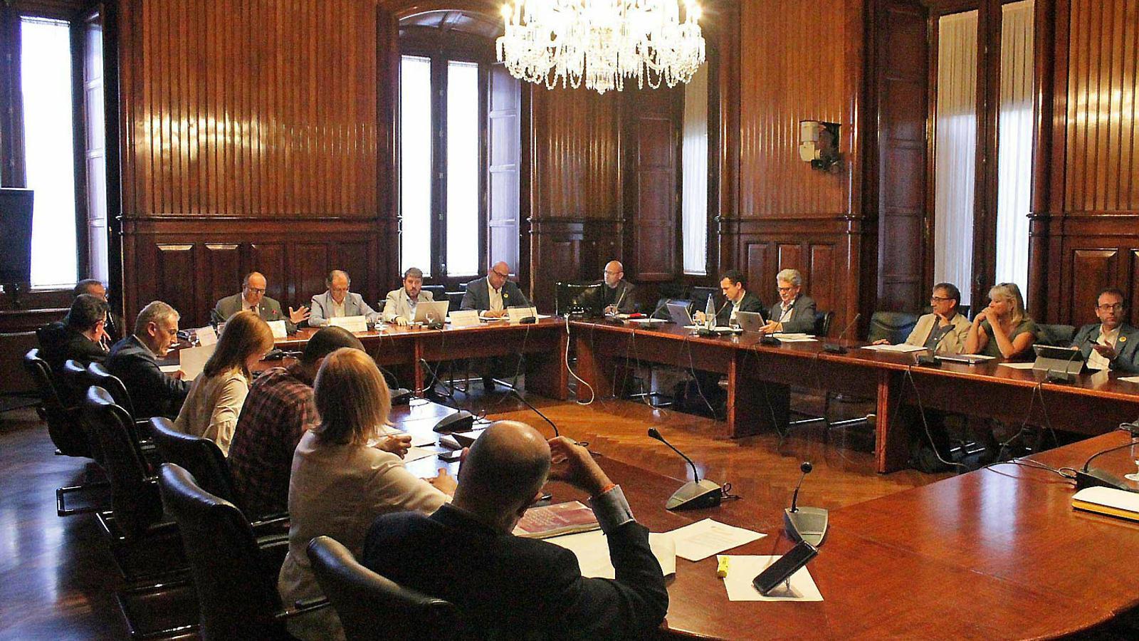 Una reunió dels síndics  De comptes al Parlament de Catalunya, El mes passat.