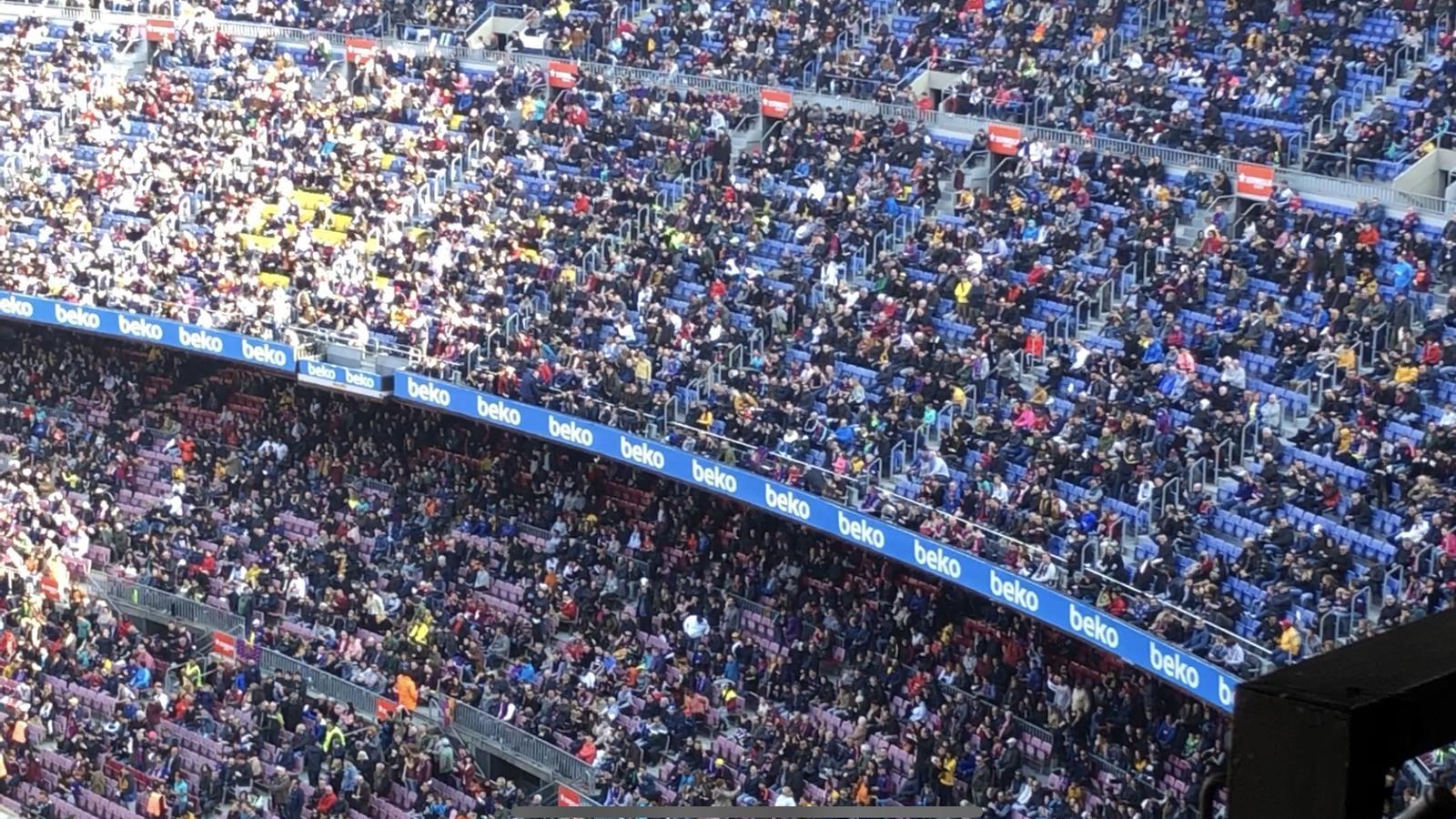Mocadorada contra Bartomeu abans del Barça-Eibar