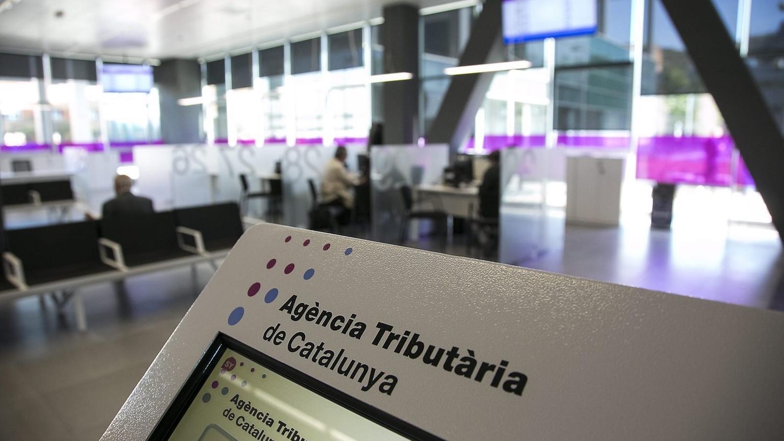 Els registradors protesten contra  la Hisenda catalana