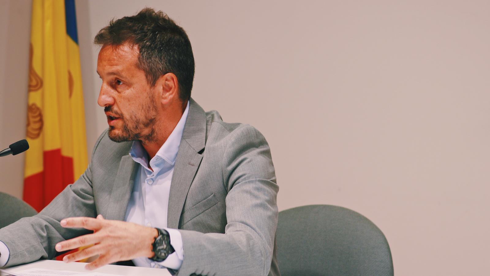 Pere López és president del grup parlamentari del PS