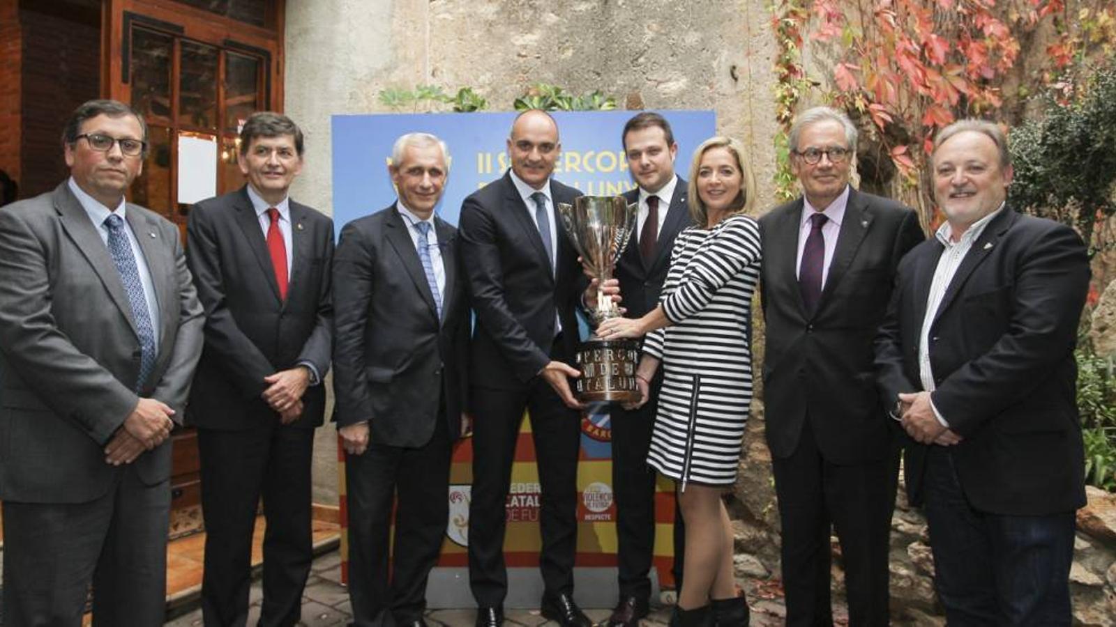 Andreu Subies, acompanyat per directius dels clubs participants i autoritats