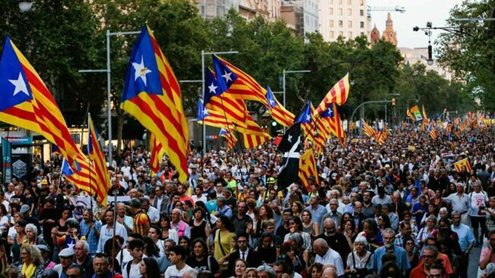 El suport a la independència retrocedeix: el 48,8% dels catalans opta pel no