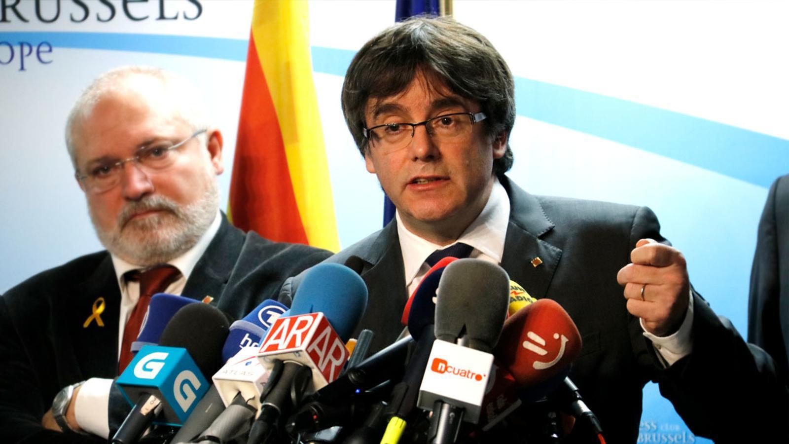 Puigdemont demana una reunió a Rajoy sense condicions fora de l'estat espanyol