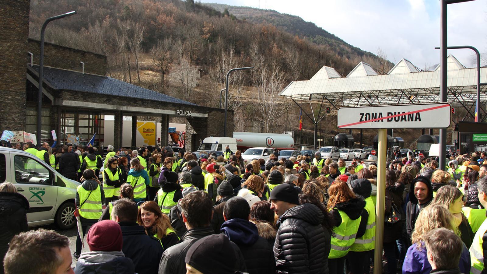 La protesta dels funcionaris a la duana. / E. J. M. (ANA)