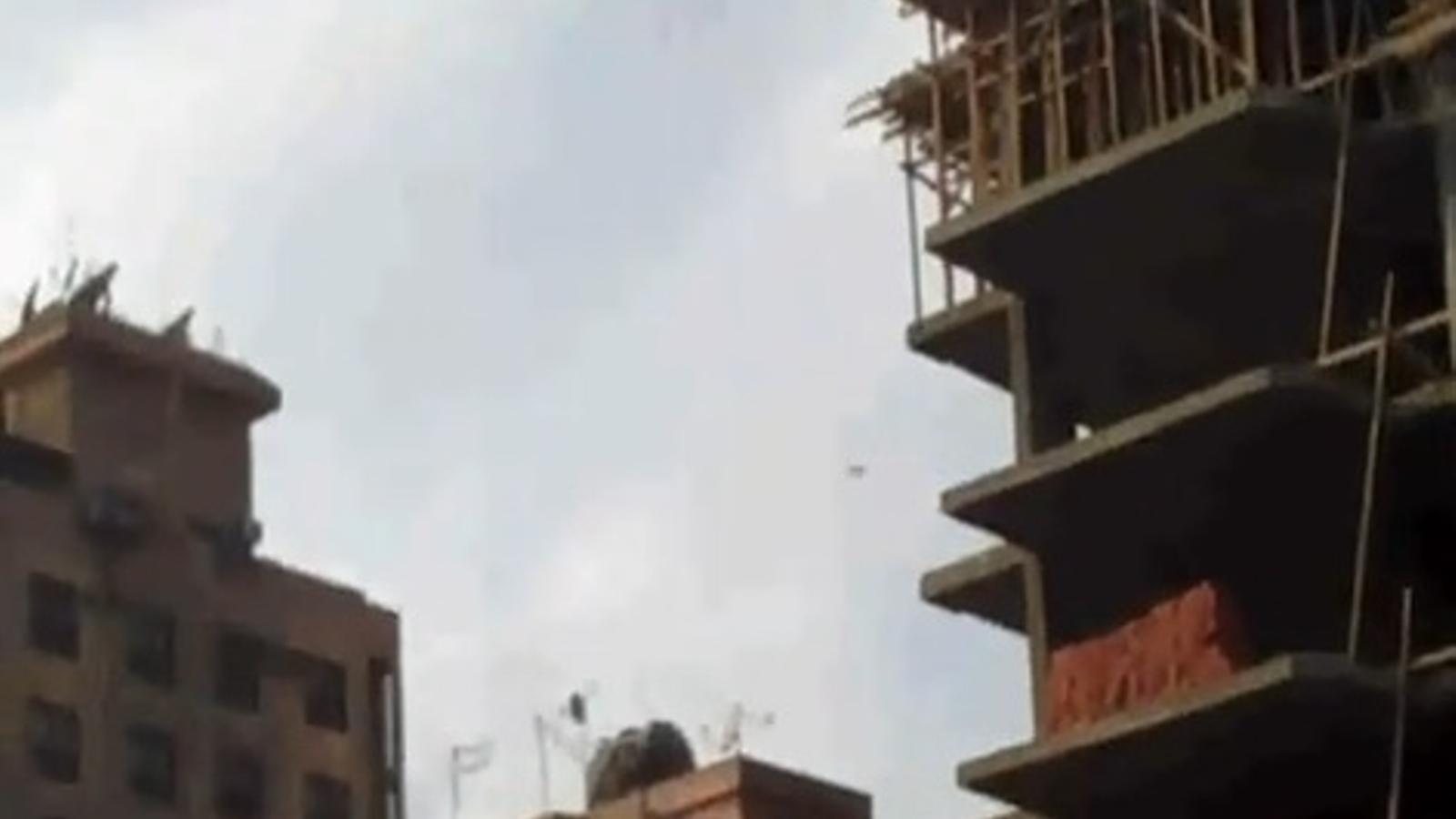 Dos caces han sobrevolat El Caire per intimidar els manifestants