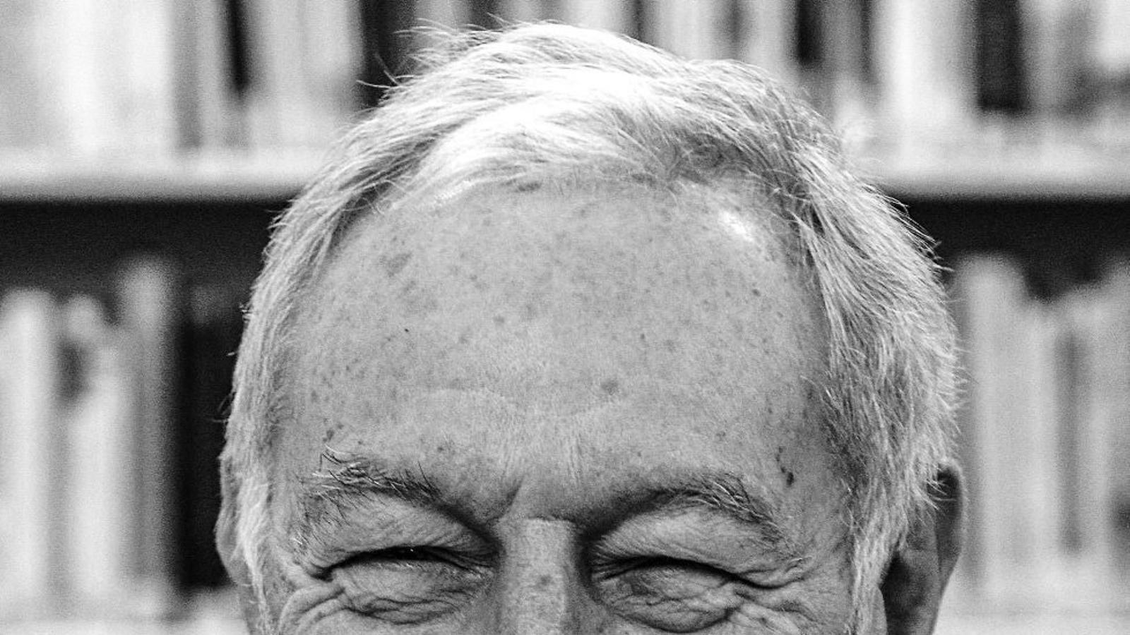Eduardo Mendoza (Barcelona, 1943) ahir a la seu de l'Institut Cervantes de Londres, hores després de l'anunci del premi.