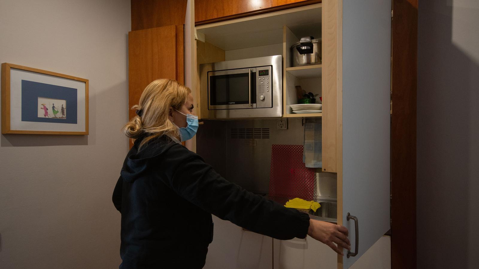La Fadoua obre la cuina empotrada del pis