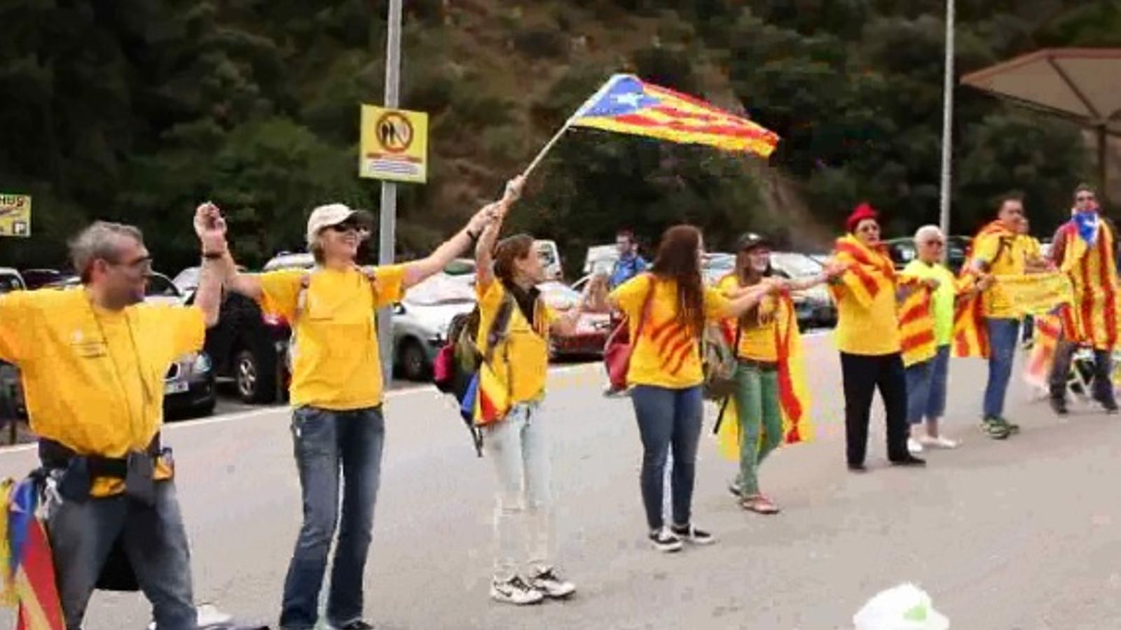 Diguem ben alt que nosaltres fem via, que anem tirant, el vídeo de la cadena humana a la Catalunya Nord