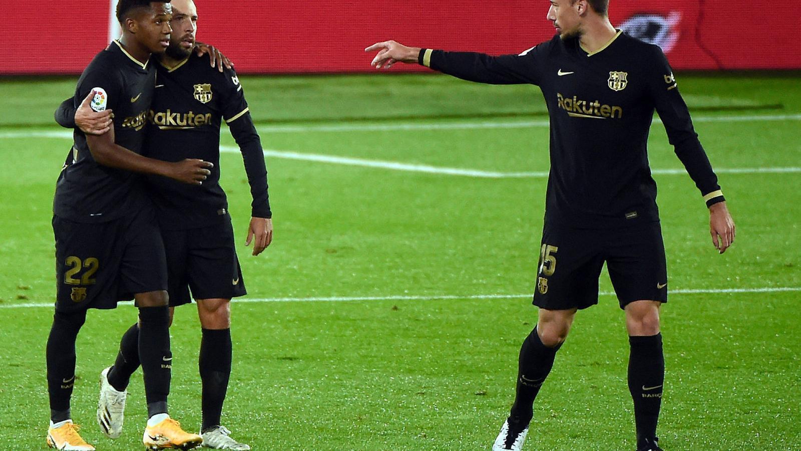 Clément Lenglet va ser expulsat ahir just abans del descans en el partit contra el Celta i no podrà jugar diumenge contra el Sevilla.