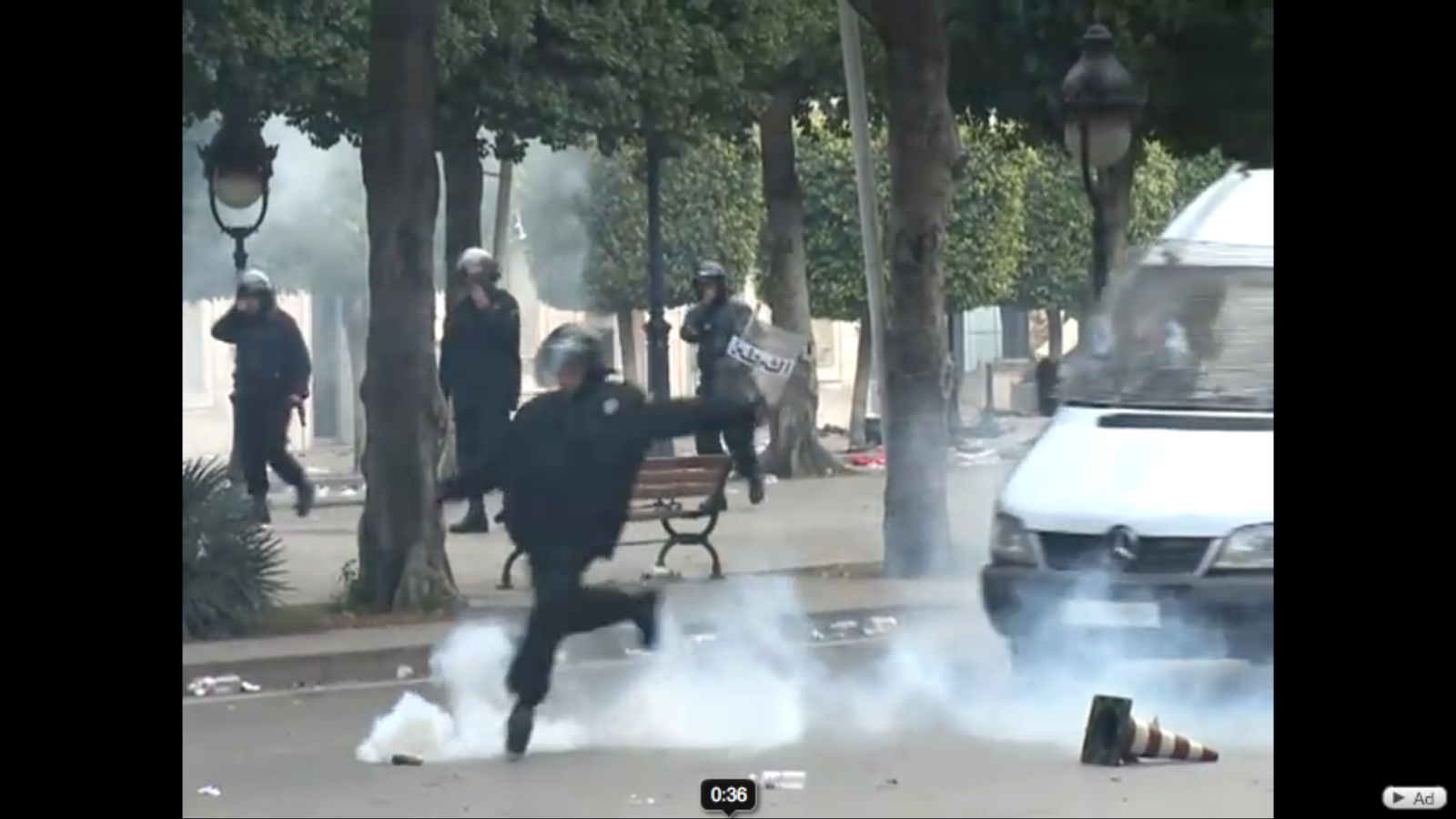 Protestes al carrer a Tunis, reprimides per la policia