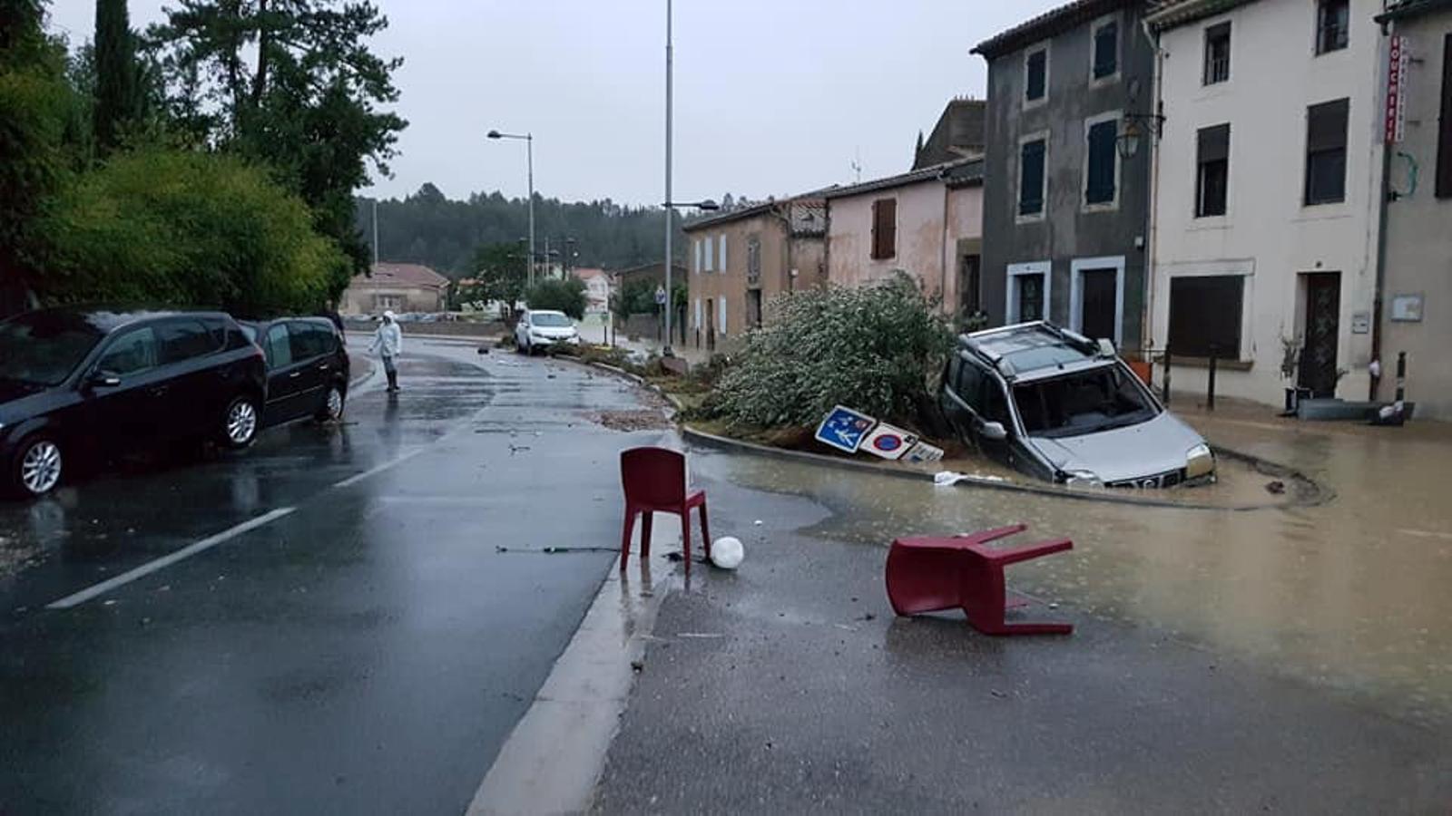 França redueix a onze els morts per l'huracà 'Leslie' a l'àrea de Carcassona