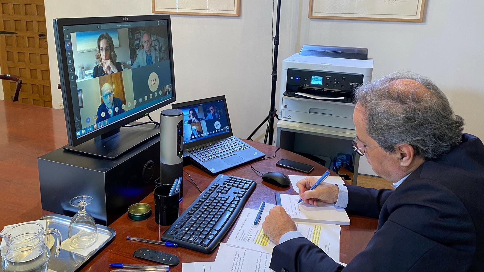 El president de la Generalitat, Quim Torra, fent una trobada virtual amb els rectors de les universitats