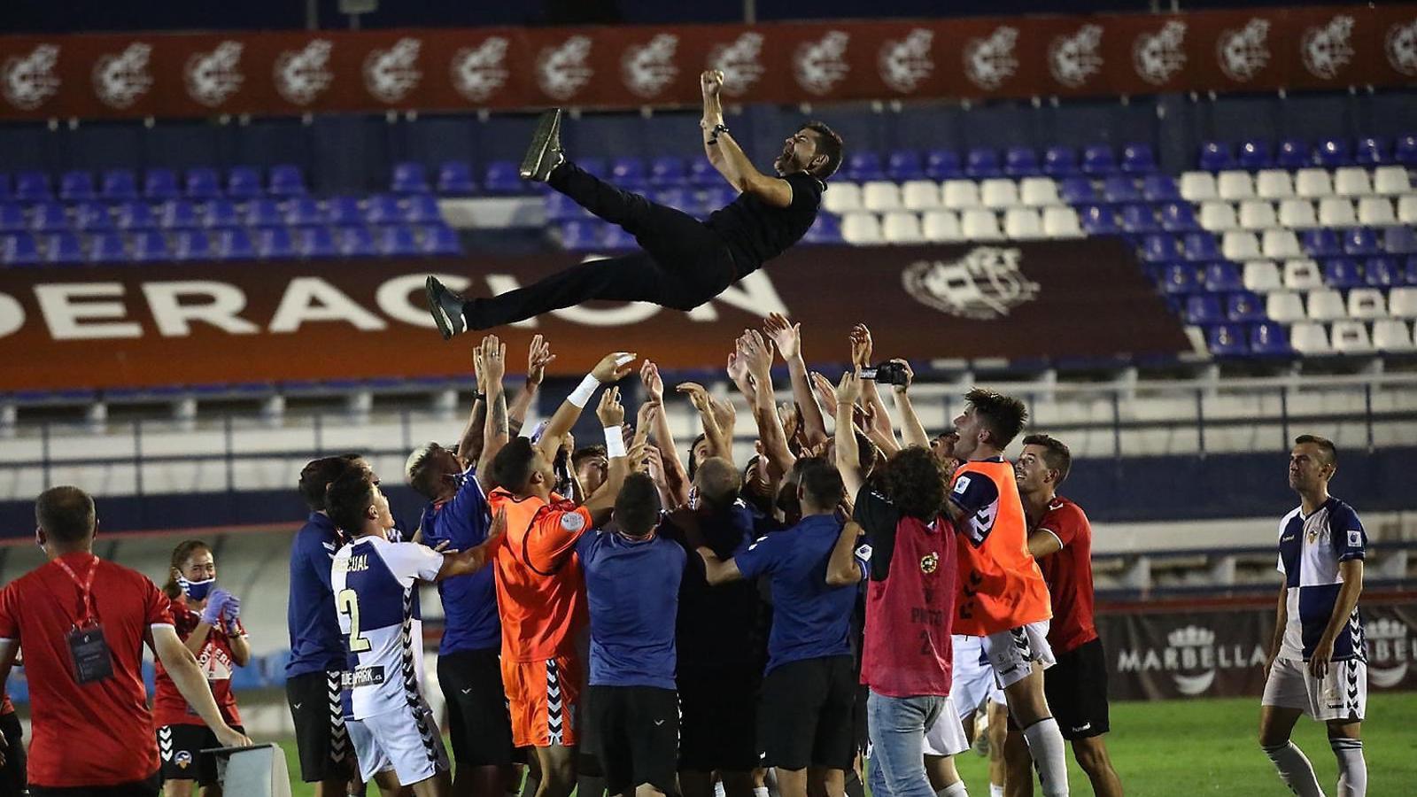 El Sabadell assaboreix la glòria i torna a Segona A